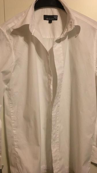 2 hvide skjorter